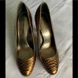 Beautiful faux reptile pattern platform heels
